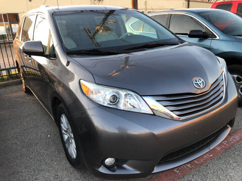 2013 Toyota Sienna for sale at Auto Access in Irving TX