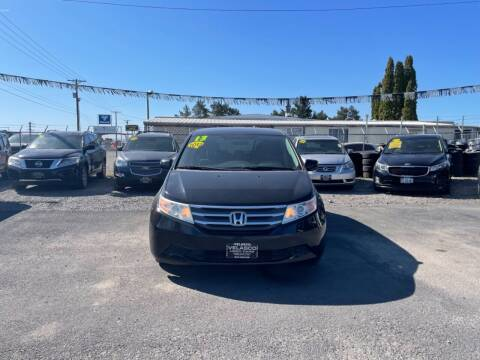 2013 Honda Odyssey for sale at Velascos Used Car Sales in Hermiston OR