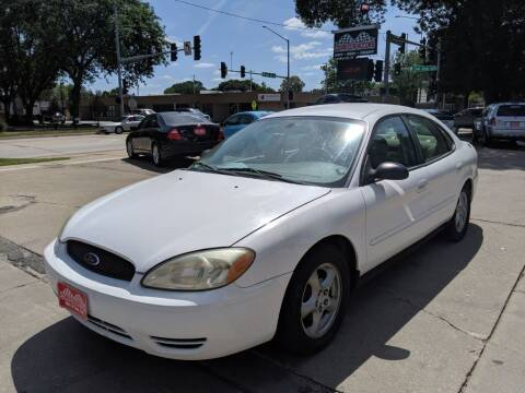 2005 Ford Taurus for sale at Corridor Motors in Cedar Rapids IA