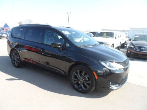 2018 Chrysler Pacifica for sale at America Auto Inc in South Sioux City NE