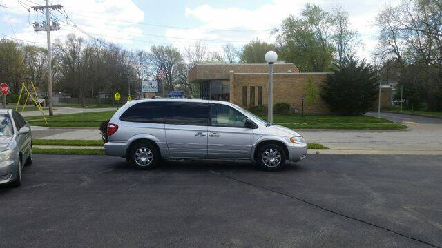 2007 Chrysler Town and Country for sale at VINE STREET MOTOR CO in Urbana IL