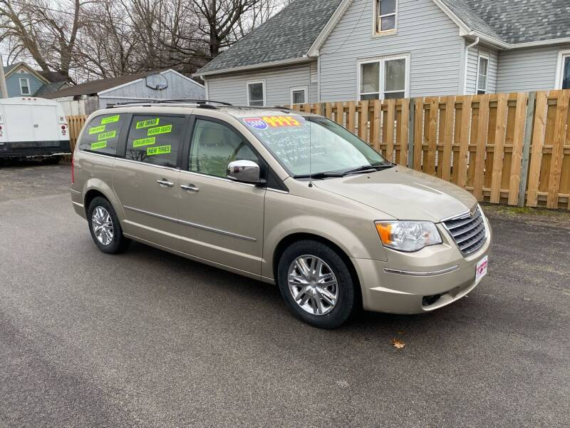 2009 Chrysler Town and Country for sale at PEKIN DOWNTOWN AUTO SALES in Pekin IL