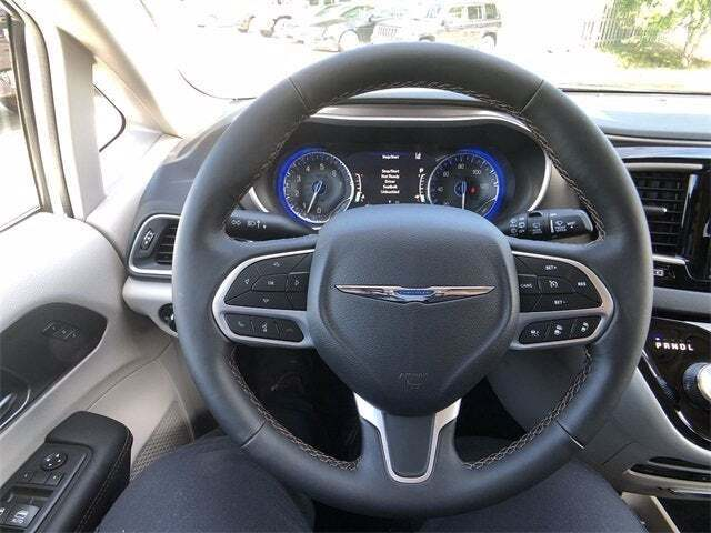 2020 Chrysler Pacifica PACIFICA TOURING L PLUS - North Olmsted OH