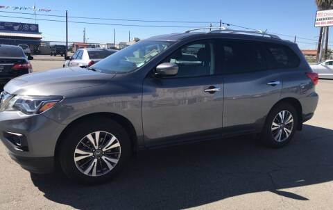 2017 Nissan Pathfinder for sale at First Choice Auto Sales in Bakersfield CA