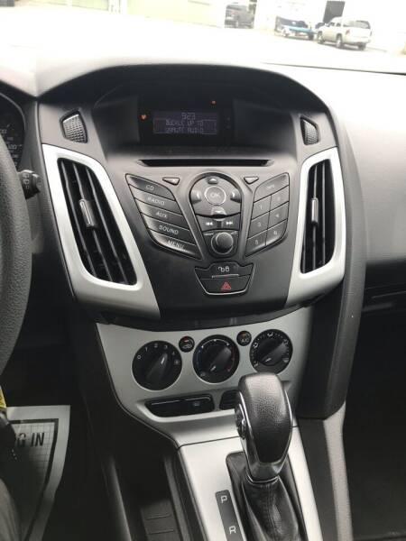 2012 Ford Focus SE 4dr Hatchback - Gloucester MA