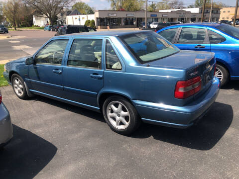 1998 Volvo S70 for sale at Prospect Auto Mart in Peoria IL