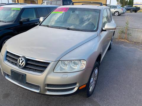 2004 Volkswagen Touareg for sale at BELOW BOOK AUTO SALES in Idaho Falls ID