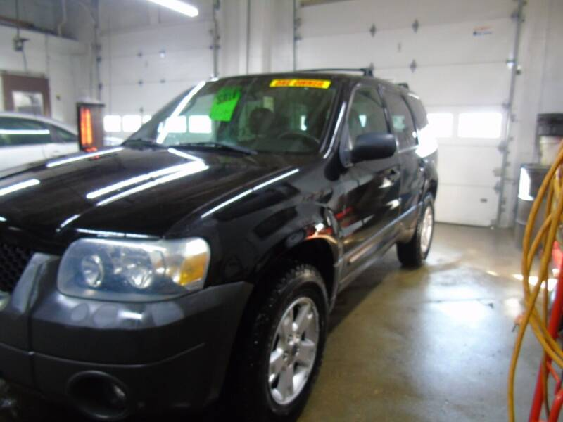 2005 Ford Escape for sale at C&C AUTO SALES INC in Charles City IA