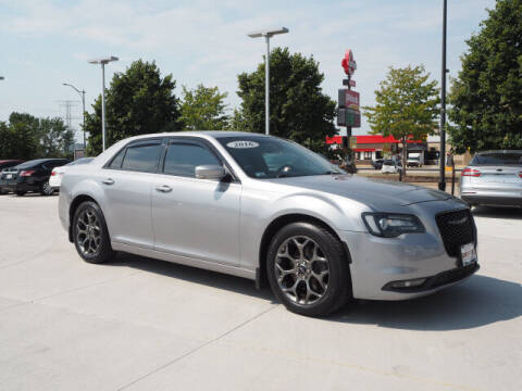 2016 Chrysler 300 for sale at SIMOTES MOTORS in Minooka IL