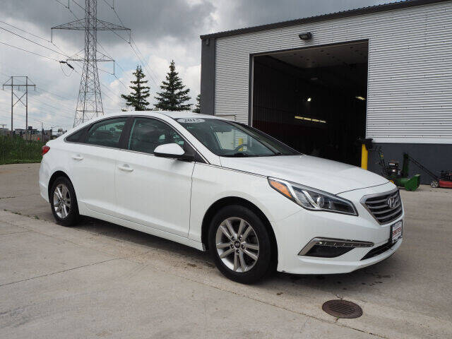 2015 Hyundai Sonata for sale at SIMOTES MOTORS in Minooka IL