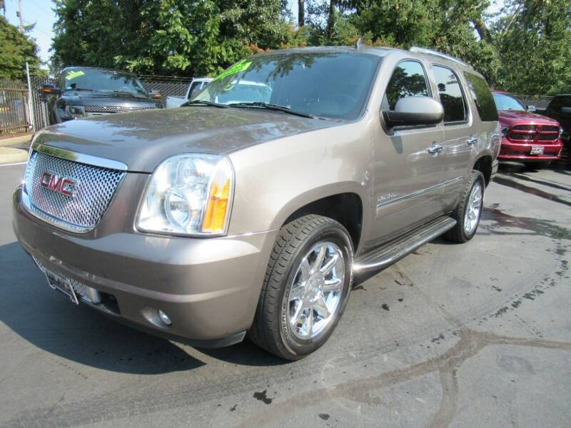 2012 GMC Yukon for sale at LULAY'S CAR CONNECTION in Salem OR
