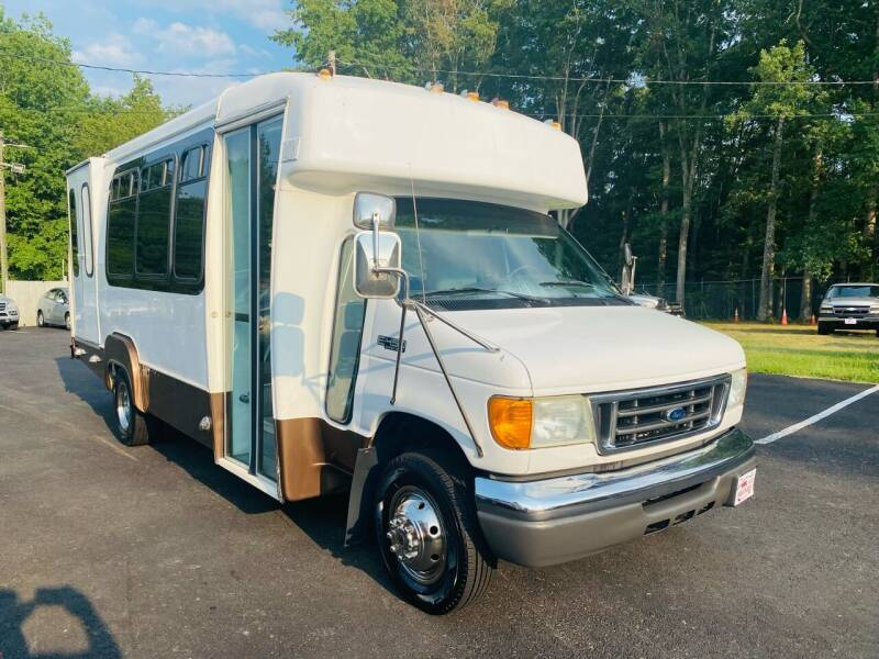 2005 Ford E-Series Chassis for sale in Woodford, VA
