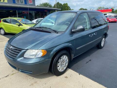 2006 Chrysler Town and Country for sale at Wise Investments Auto Sales in Sellersburg IN
