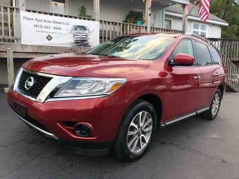2013 Nissan Pathfinder for sale at Flash Ryd Auto Sales in Kansas City KS