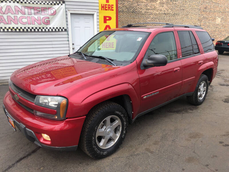 2004 Chevrolet TrailBlazer for sale at RON'S AUTO SALES INC in Cicero IL