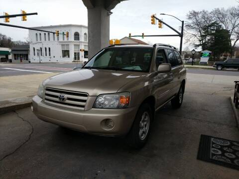2004 Toyota Highlander for sale at ROBINSON AUTO BROKERS in Dallas NC