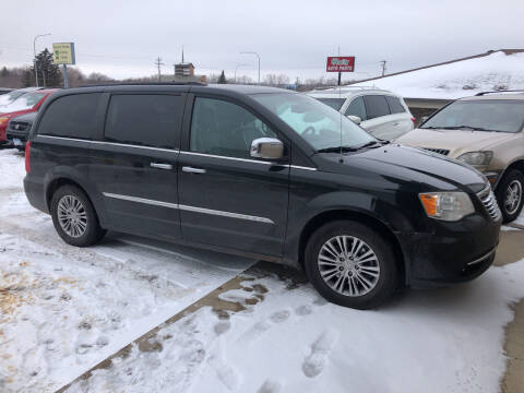 2013 Chrysler Town and Country for sale at Gilly's Auto Sales in Rochester MN