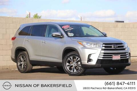 2019 Toyota Highlander for sale at Nissan of Bakersfield in Bakersfield CA
