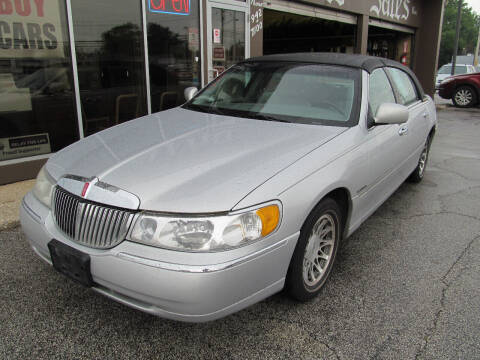 2002 Lincoln Town Car for sale at Arko Auto Sales in Eastlake OH