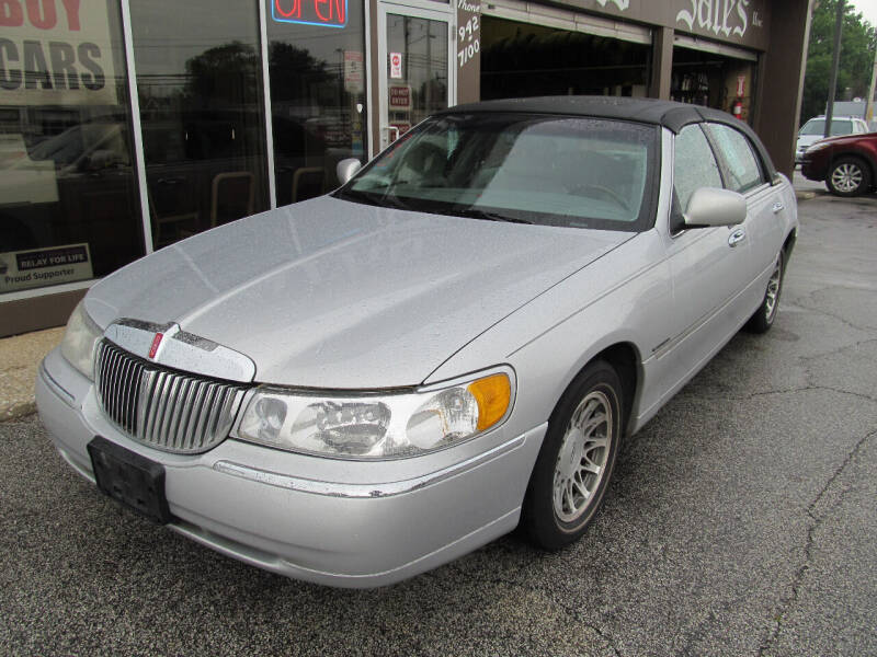 2002 Lincoln Town Car for sale in Eastlake, OH