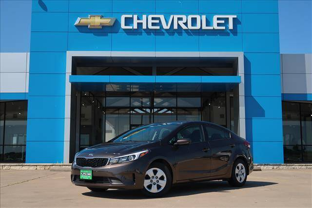 2017 Kia Forte for sale at Lipscomb Auto Center in Bowie TX