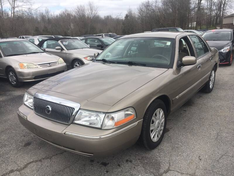 2005 Mercury Grand Marquis for sale at Best Buy Auto Sales in Murphysboro IL