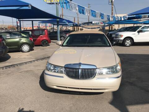 1999 Lincoln Town Car for sale at Autos Montes in Socorro TX