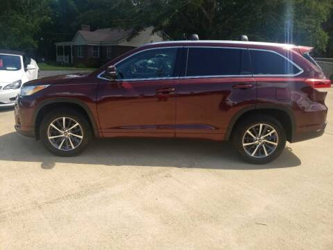 2017 Toyota Highlander for sale at Crossroads Outdoor in Corinth MS