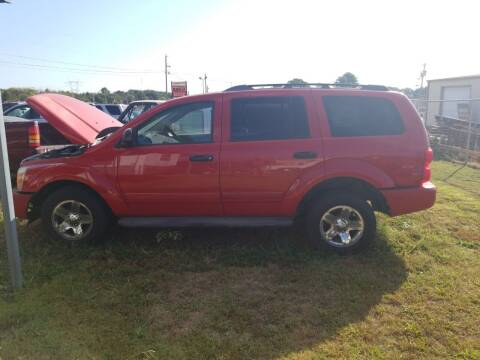 2005 Dodge Durango for sale at CAR-MART AUTO SALES in Maryville TN