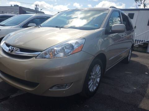 2008 Toyota Sienna for sale at OFIER AUTO SALES in Freeport NY
