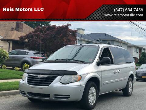 2007 Chrysler Town and Country for sale at Reis Motors LLC in Lawrence NY