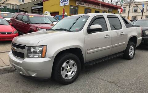 2007 Chevrolet Avalanche for sale at White River Auto Sales in New Rochelle NY