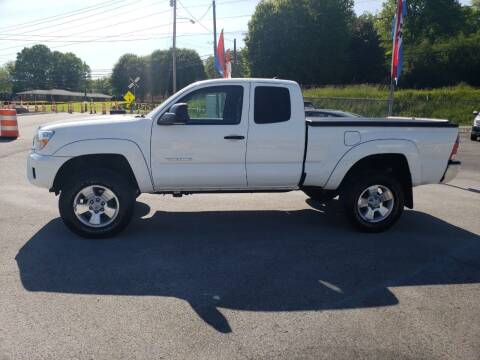 2015 Toyota Tacoma for sale at Green Tree Motors in Elizabethton TN