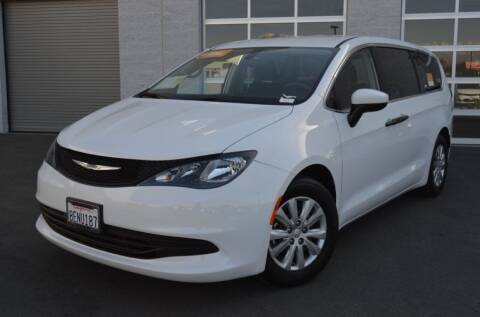2018 Chrysler Pacifica for sale at Auto Max Brokers in Palmdale CA