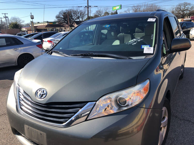 2011 Toyota Sienna for sale at Auto Access in Irving TX