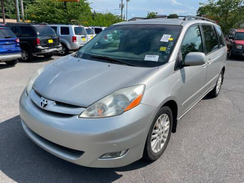 2009 Toyota Sienna for sale at Diana Rico LLC in Dalton GA