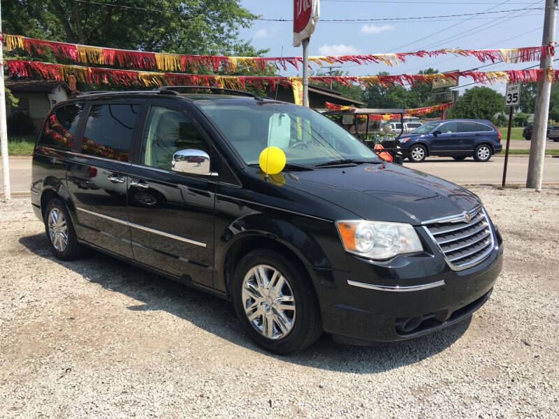 2008 Chrysler Town and Country for sale at Antique Motors in Plymouth IN