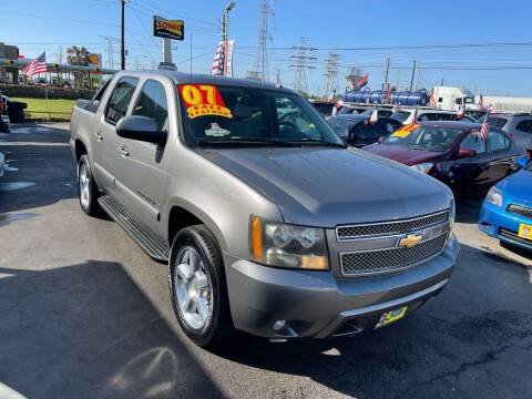 2007 Chevrolet Avalanche for sale at Texas 1 Auto Finance in Kemah TX