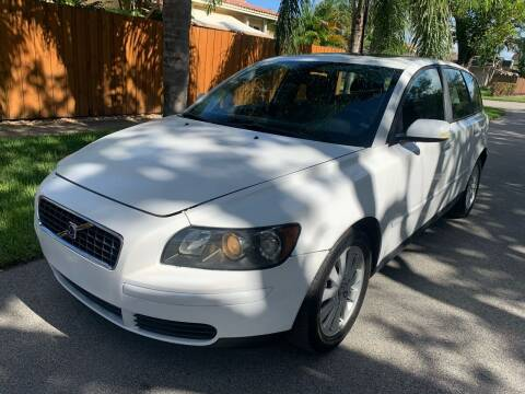2005 Volvo V50 for sale at FINANCIAL CLAIMS & SERVICING INC in Hollywood FL