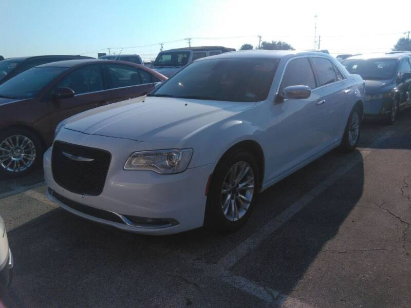 2016 Chrysler 300 for sale at HERMANOS SANCHEZ AUTO SALES LLC in Dallas TX
