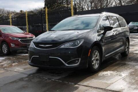 2017 Chrysler Pacifica for sale at F & M AUTO SALES in Detroit MI