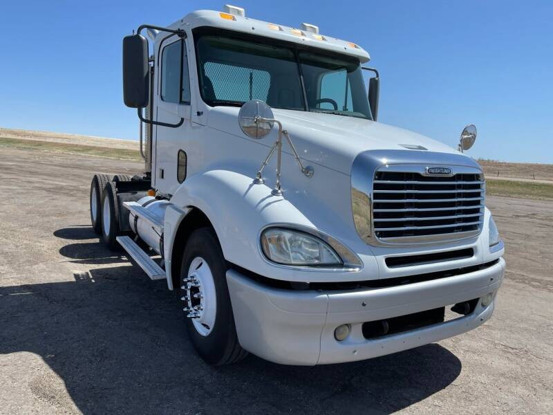 2007 Freightliner Columbia for sale at Money Trucks Inc in Hill City KS
