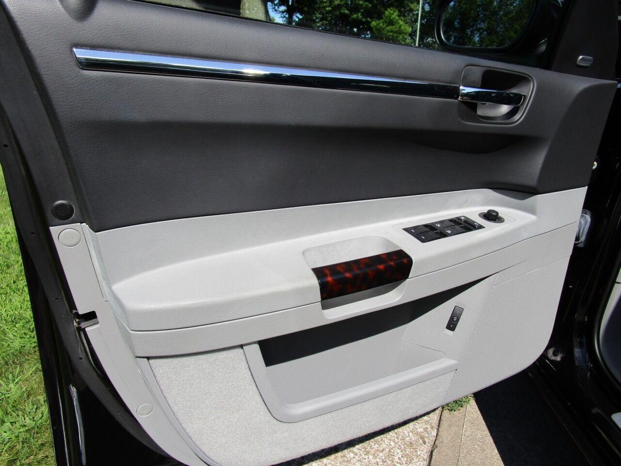 2006 Chrysler 300 43