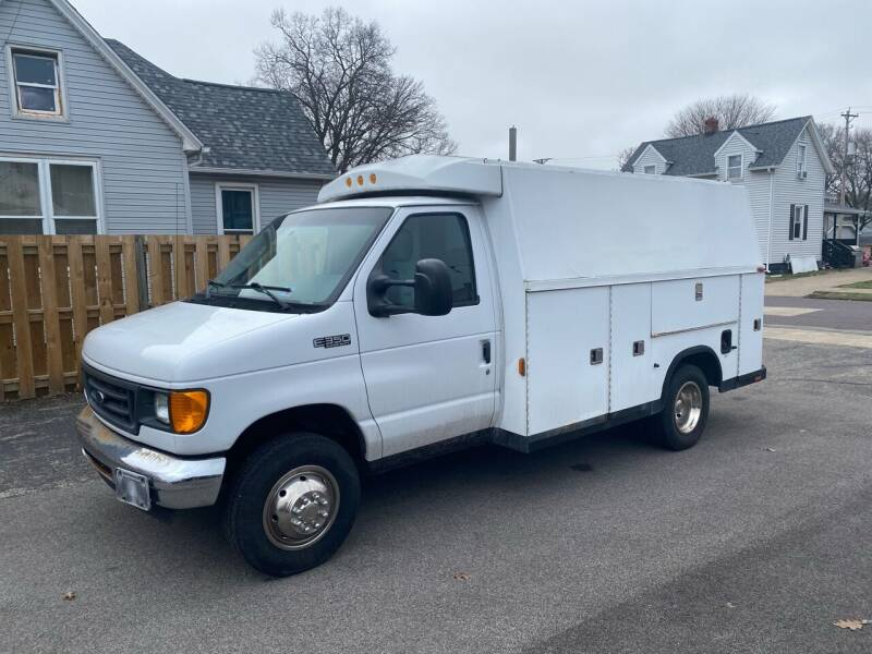 2004 Ford E-Series Chassis for sale at PEKIN DOWNTOWN AUTO SALES in Pekin IL