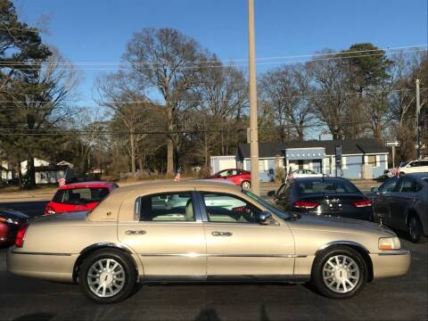 2007 Lincoln Town Car for sale at Dad's Auto Sales in Newport News VA