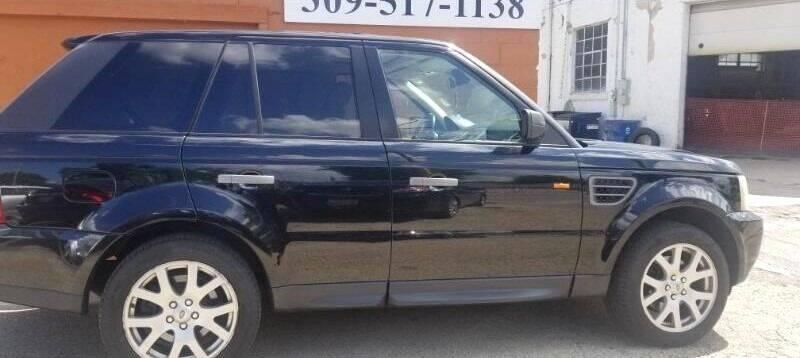 2007 Land Rover Range Rover Sport for sale at Ali Auto Sales in Moline IL