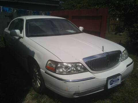 2004 Lincoln Town Car for sale at New Start Motors LLC - Crawfordsville in Crawfordsville IN
