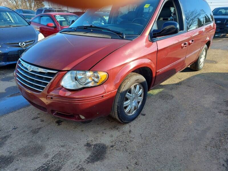 2007 Chrysler Town and Country for sale at Car Connection in Yorkville IL