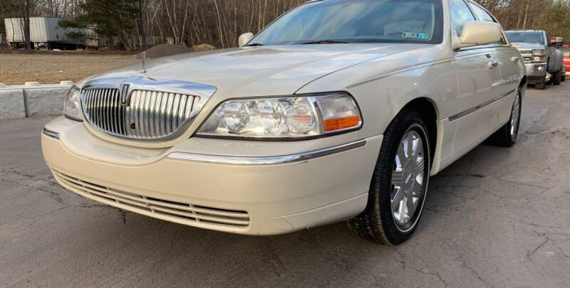 2004 Lincoln Town Car for sale at JM Auto Sales in Shenandoah PA