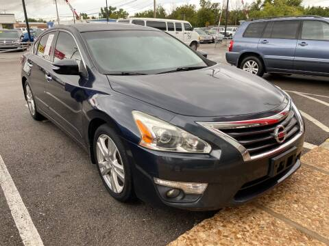 2013 Nissan Altima for sale at Auto Solutions in Warr Acres OK